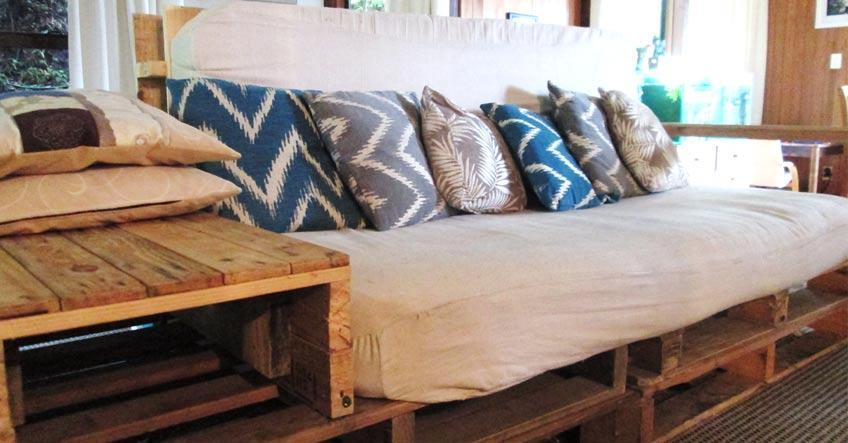Costruire con i pallet: divani in pallet